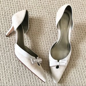 ANN TAYLOR Suede Pumps with Bows